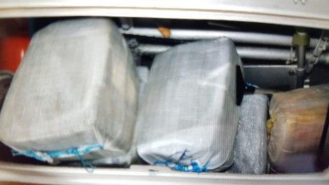 Eestlasest kipperi katamaraanilt leitud kokaiinipakid