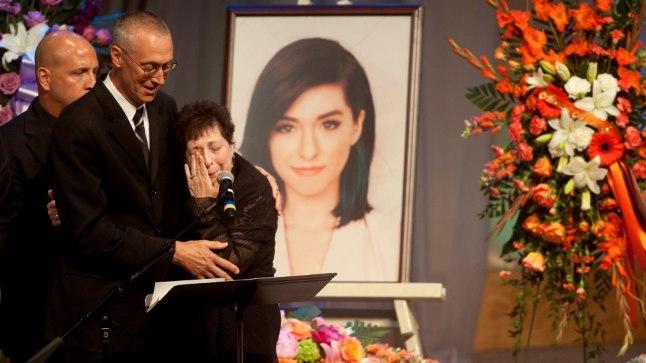 Tina Grimmie koos abikaasa Budiga oma tütre Christina matustel.