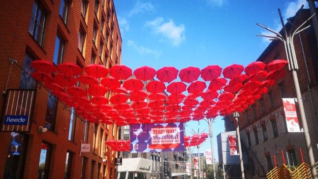 Veripunased vihmavarjud kutsuvad üles rääkima verevähist.