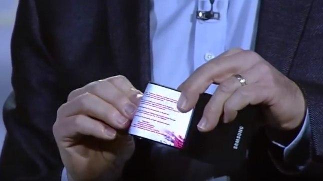 Samsungi kokkuvolditava telefonikuvari prototüübi tutvustamine 2014. aastal.