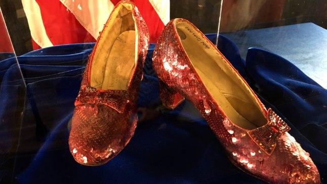 Garlandi kuulsad kingad 4. septembril 2018 peetud pressikonverentsil.