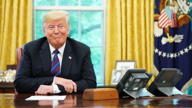 Donald Trump (72) Valge Maja ovaalkabinetis.
