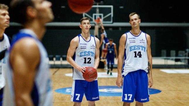 Pärnakad Mihkel Kirves (nr 12) ja Karl-Martin Kask said esimest korda koondisekutse.