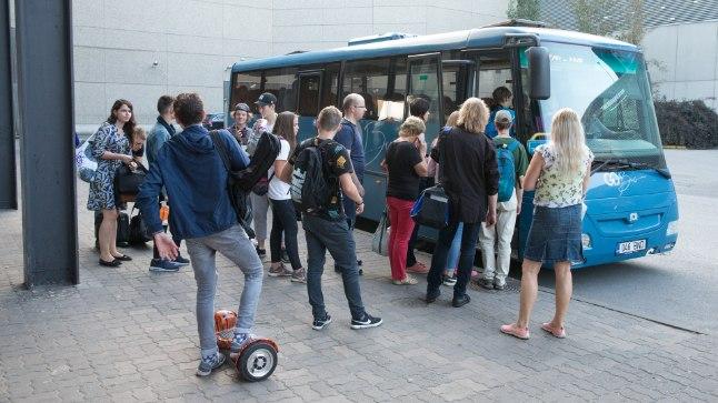 ISTEKOHTI POLE: Reede õhtul sõitis Tartu–Luke–Elva–Rõngu–Elva liinil juba suurem buss, ometi olid kõik istekohad hõivatud.