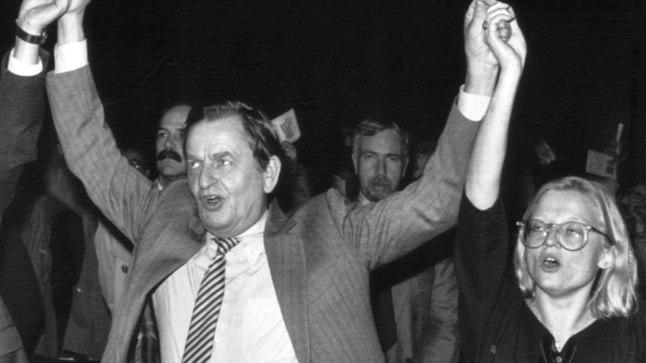 MÕRVATUD: Rootsi peaminister Olof Palme (vasakul) mõrvati 1986. aastal ja välisminister Anna Lindh 2003. aastal. Pilt neist on tehtud 1984. aastal.