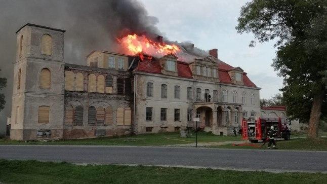 Malla mõisa peahoone läks põlema
