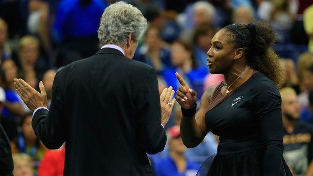 Serena Williams korraldajatega vaidlemas.