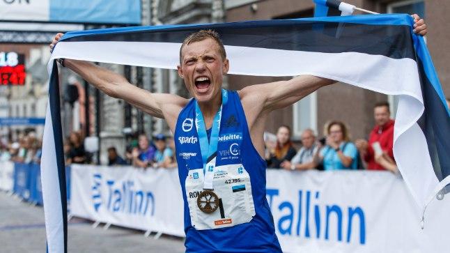 VÕITJA: Roman Fosti emotsioonidel polnud pärast elu esimest maratonivõitu piire.