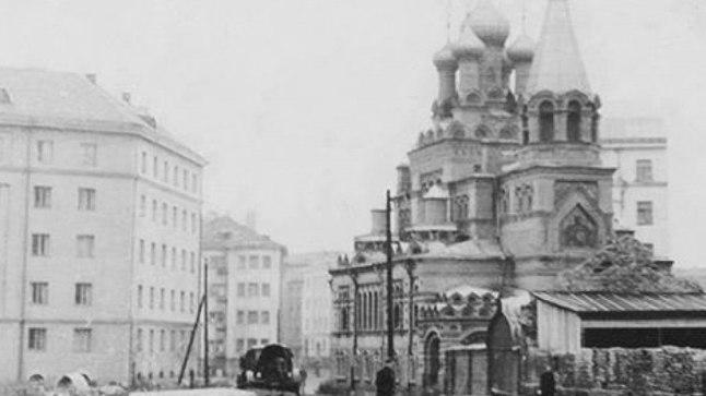 Klooster paiknes aastatel 1902–1960 praeguse Gonsiori ja Reimani tänava nurgal.