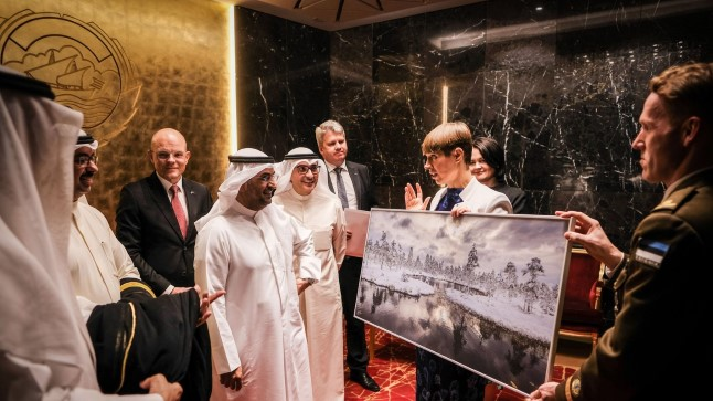 FOTOD   Vaata, mida kinkis president Kersti Kaljulaid Kuiveidi riigijuhtidele