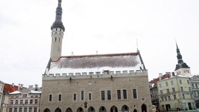 Tõnis Erilaiu lehesaba | Kuidas Tallinna raekoja esine jäi purskkaevuta
