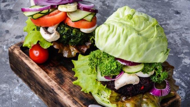 """VEGANID MURES: sõnad """"veganvorst"""" või """"taimne burger"""" võivad peagi keelatud olla"""