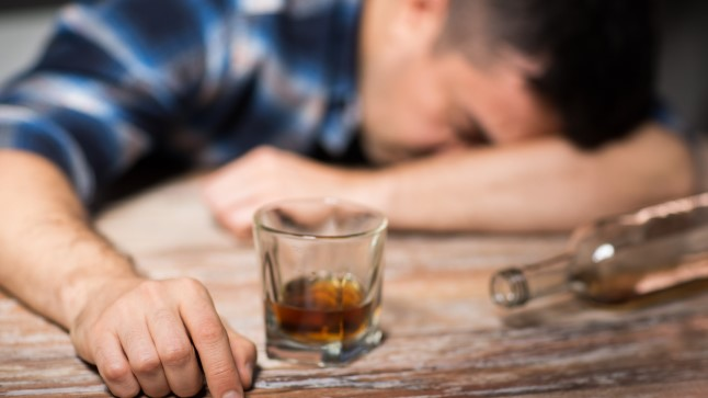 KAHTLUSTAD LÄHEDASEL ALKOHOLIMÜRGISTUST? Ära vii teda duši ja väldi teisi vigu!