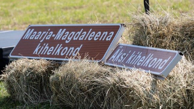 GALERII   President Kaljulaid avas Tartumaal viimased kihelkonnapiiride tähised
