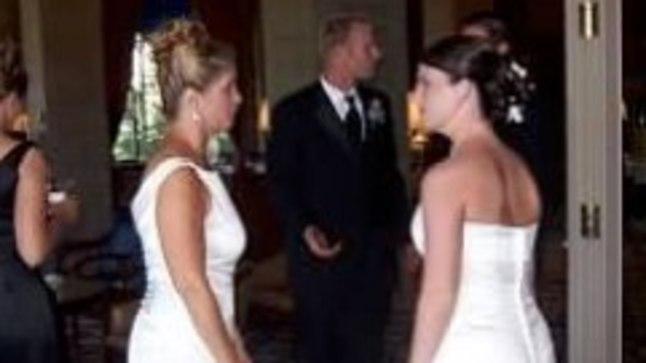 ÜLIM JULTUMUS? Ämm ilmus pulma samuti pruutkleidiga!