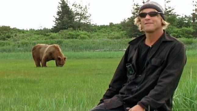 """""""Grislimehes"""" kasutab Werner Herzog kompositsioonilist võtet, mis loob süvatunde, et karudest murtud Timothy elab edasi ka pärast meid, surelikke."""