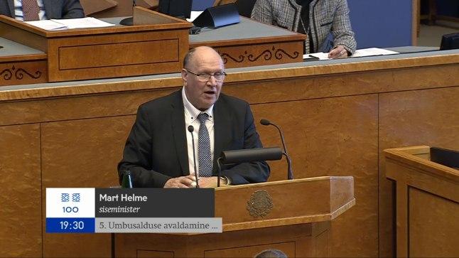 Helmele umbusalduse avaldamine kukkus läbi, poolt hääletas üks koalitsioonisaadik