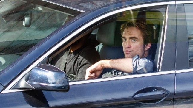 FOTO | Fännid püüdsid Tallinnas uitava Robert Pattinsoni taas pildile!