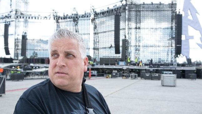 FOTOD LAVAST | Metallica produktsioonijuht John Zajonic: tundub, et Tartu vana lennuväli on meie tuuri kõige parem kontserdipaik