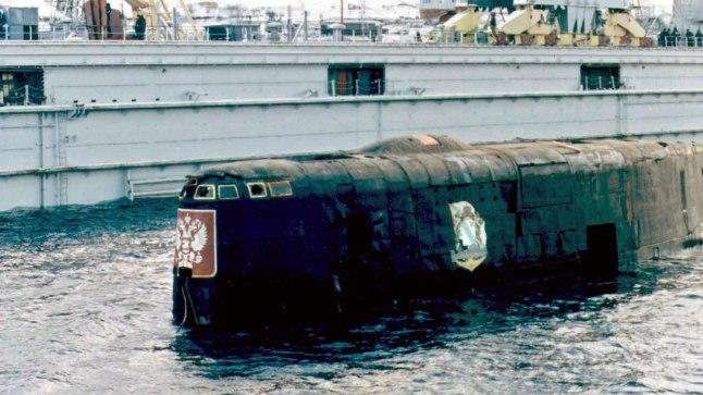 MINEVIKUHETK   12. august: Barentsi meres uppus Vene allveelaev Kursk