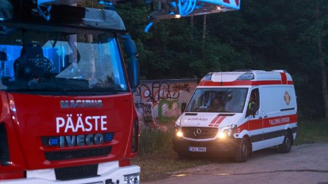 FOTOD | Sauel oli raske liiklusõnnetus, politsei ja päästjad reageerisid suurte jõududega
