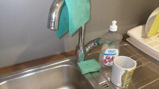 TIPPKOKK ÜTLEB SÕPRUSE ÜLES: kui paned laualapi kraani otsa ja köögirätiku ahju ette