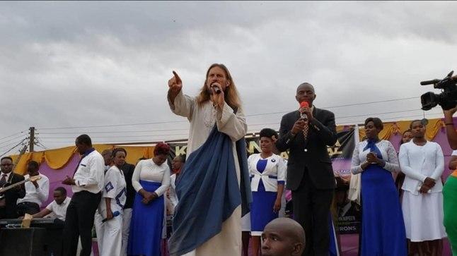 SUUR VASTUOLU: Keeniat külastanud USA pastorit süüdistatakse Jeesusena esinemises
