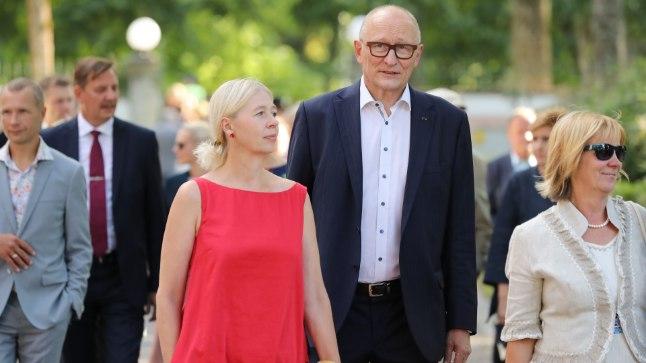 OTSEÜLEKANNE JA -FOTOD | Kersti Kaljulaid võõrustab taasiseseisvumispäeva puhul Kadrioru roosiaias külalisi