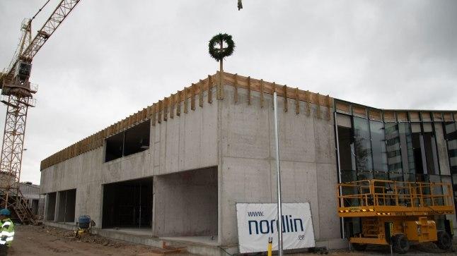 Tulevse lasteaia-ujula hoonet enam kõrgemaks ei ehitata, enne talve tahetakse katusetööd lõpetada ja aknad paigaldada.