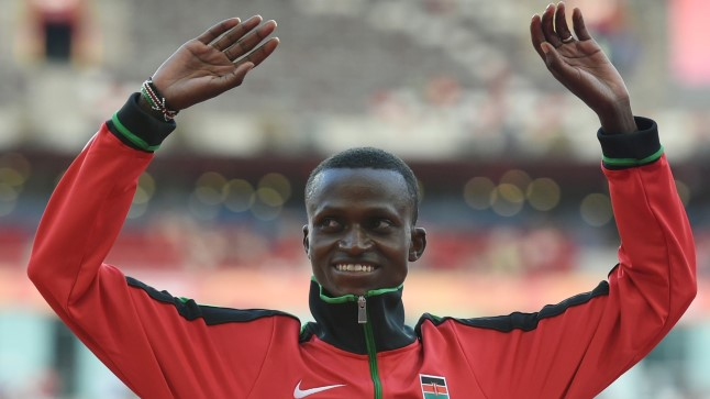 USKUMATULT VÄLE: Keenia jooksja parandas maailmarekordit 17 sekundiga