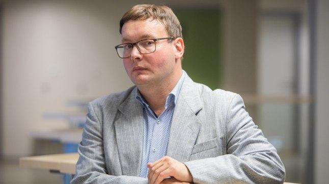 Politoloog Tõnis Saarts tunnistab, et kui poliitika muutub tuimaks tehnokraatlikuks mänguks, siis lõpuks ei paku see enam poliitikateadlastelegi huvi. Viimasel ajal on tema sõnul Eesti poliitikasse värvi ja emotsiooni juurde tulnud.