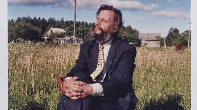 """""""Raimo Kangro sai hakkama nii majaehitamise kui ka aiatöödega, aga hingelt oli ta läbi ja lõhki muusik."""""""