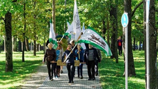 Tammelinlased on perepäevale marssinud alati Tamme kooli eest algavas rongkäigus.