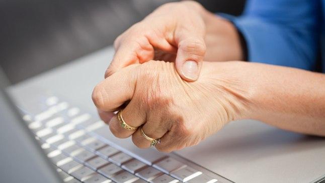 KÄED ON TUIMAD JA SURISEVAD? Neuroloog: ära jäta käte suremist kunagi tähelepanuta! | Tervis