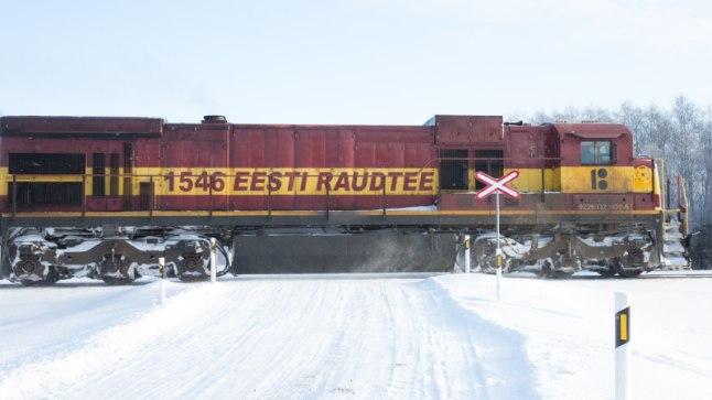 Väike-Maarja vallas sõitis auto kaubarongile ette, rongiliiklus Tallinna-Tartu-Valga vahel on häiritud | Õhtuleht
