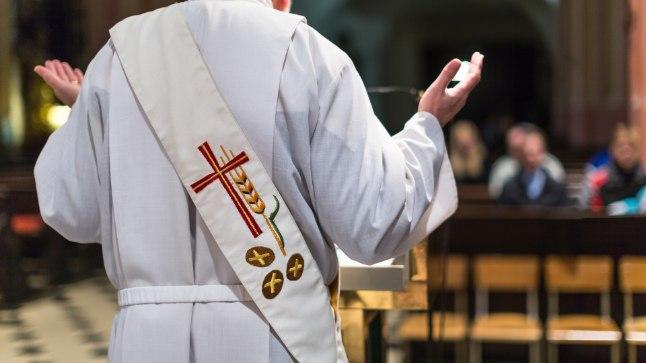 Kirik maksis pedofiilpreestrite ohvritele 21,5 miljonit dollarit | Õhtuleht