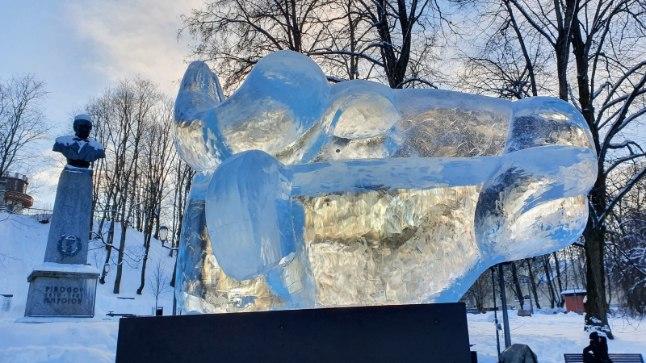 FOTOD | Tartu jääpühvel seisab pronksise tohtri valvsa silma all | Õhtuleht