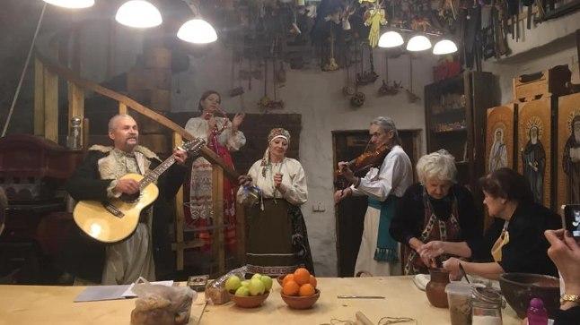 PÕNEV KOMBESTIK   Ukrainlased peavad vastlanädalal au sees häid suhteid ja pereloomist   Kodu