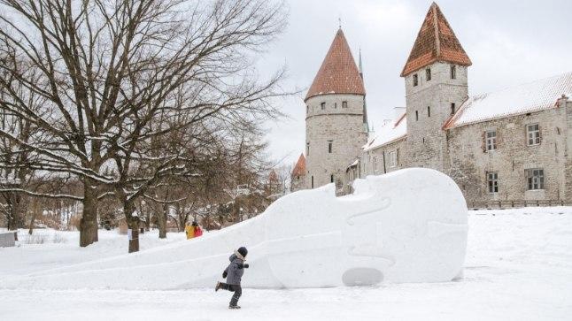 GALERII | Tallinna kerkis lumelinnak!  | Õhtuleht