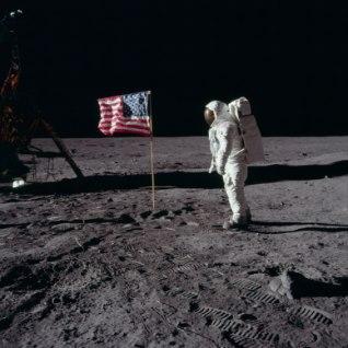 <b><font color=&quot;#d30008&quot;>GALERII |</font></b> NASA avaldas seninägemata kaadreid lendudest Kuule
