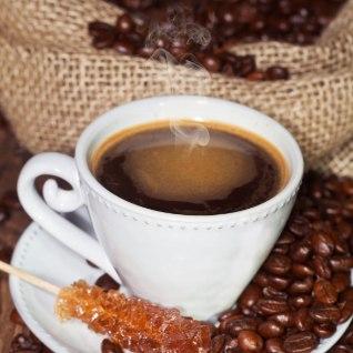 Raekoja platsil võib vaid rahakas turist kohvi juua