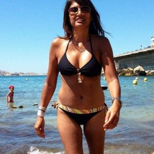 PALJU KOOKOSÕLI JA KAITSE PÄIKESE EEST: 52-aastane naine, kes näeb välja nagu 22!