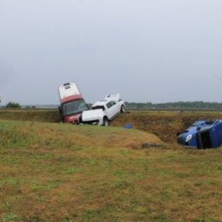 FOTOD | Kahe sõiduauto ja liinibussi kokkupõrkes sai vigastada 7 inimest
