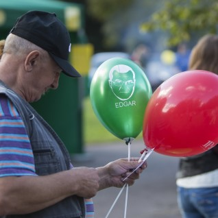Lasnamäe päeva ilmestasid Edgar Savisaare näopildiga õhupallid