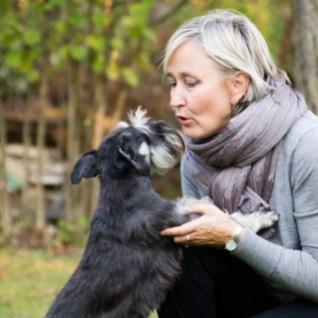 RIIGIKOGULASED MÄSSAVAD KANTSELEI VASTU: laske meie lemmikloomadel parlamenti jääda!