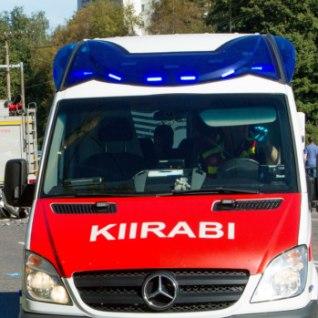 <font color=&quot;#d30008&quot;>Pärnus äkkpidurduse teinud bussis viibinu: </font>kõik oli klaasikilde ja verd täis, bus