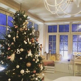 VAATA FOTOT! Maiken jagas idüllilist fotot jõulurüüs kodust