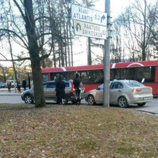 <font color=&quot;#d30008&quot;>FOTOD |</font> &quot;Prooviabielu&quot; Helen ja Kalvi-Kalle sattusid avariisse
