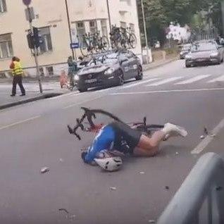 <font color=&quot;#d30008&quot;>KARM VIDEO |</font> Saateauto rammis Soome ratturi asfaldile