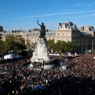 <font color=&quot;#d30008&quot;>FOTOD |</font> Väljakutäis inimesi protestis Pariisis Macroni tööreformide vastu